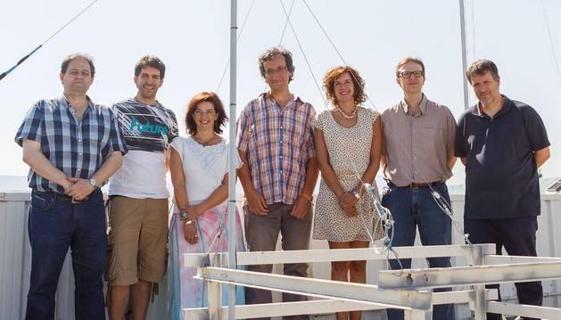 Investigadores en el observatorio radioastronómico del Centro Jerónimo de Ayanz.
