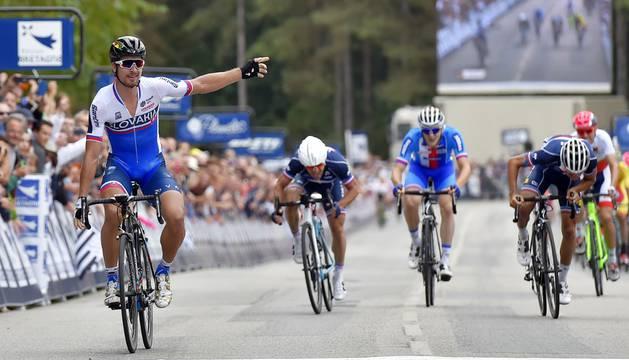 Peter Sagan cruza la meta.