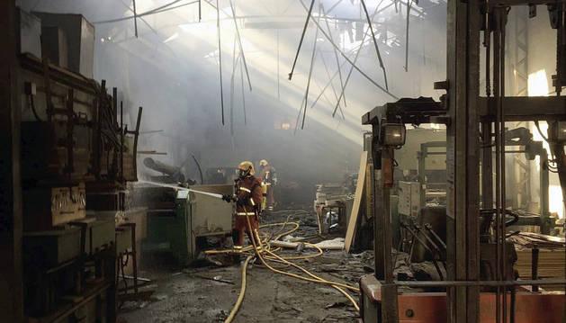 Cinco heridos por una explosión en una fábrica de maderas de Albal
