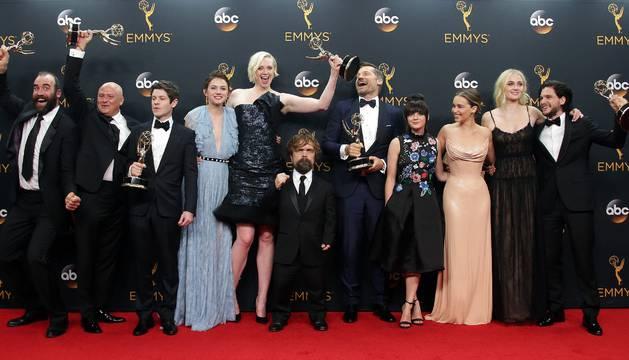 Personajes de la serie ' Juego de Tronos' en la gala de los Emmy.