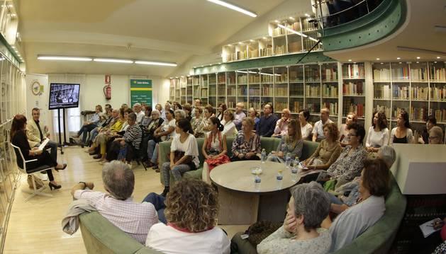 El público que asistió ayer al encuentro, en la sede de Diario de Navarra en la calle Zapatería.