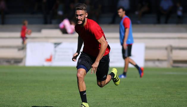 Roberto Torres esprinta durante el entrenamiento en Tajonar. El de Arre ya está listo para volver