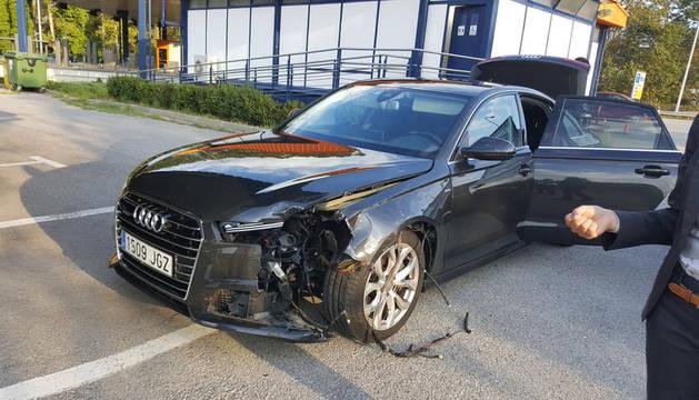 Puigdemont sale ileso tras impactar una rueda de camión en su coche oficial