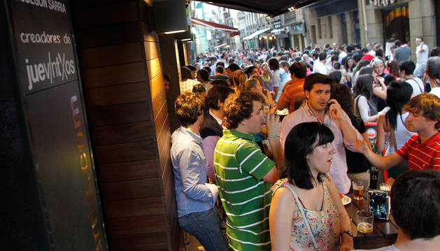 """Imagen de archivo de la calle Estafeta en un """"juevintxo"""""""