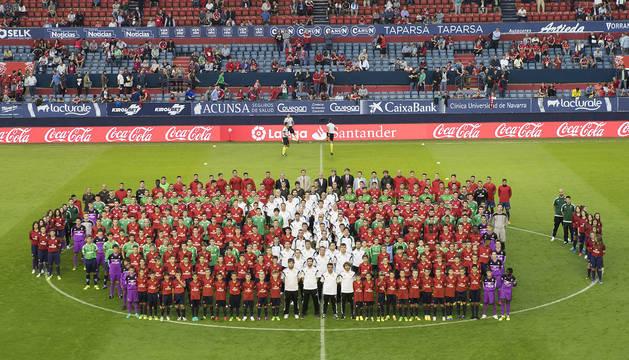 Foto de familia de los diferentes equipos del Club Atlético Osasuna.