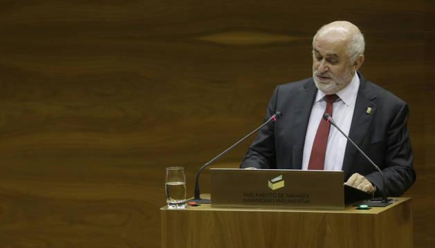Mendoza, este jueves, en el Pleno del Parlamento