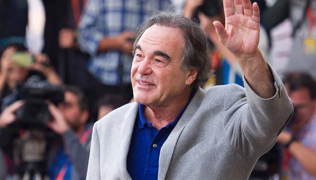 El director estadounidense, Oliver Stone, a su llegada al Hotel Maria Cristina de San Sebastián.