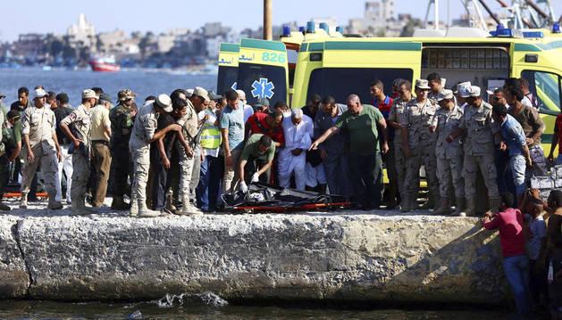 Casi 150 inmigrantes muertos en el naufragio en la costa egipcia