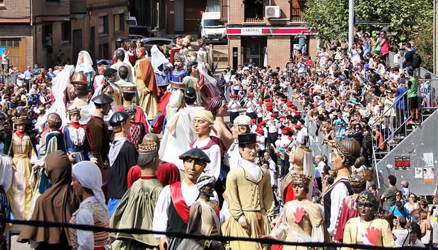 50 gigantes participan en la primera concentración de Lodosa