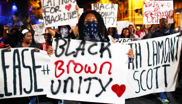 Los manifestantes recorrieron las calles del centro de Charlotte (Carolina del Norte), el conocido como 'Uptown',