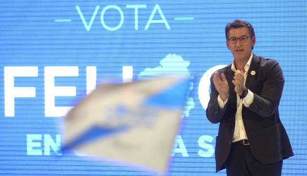 El candidato del Partido Popular a la Xunta de Galicia, Alberto Núñez Feijóo, durante el acto de cierre de campaña que los populares han celebrado este viernes en Vigo.