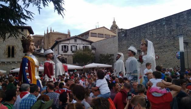 Los Gigantes y Cabezudos vuelven a las calles por San Fermín de Aldapa