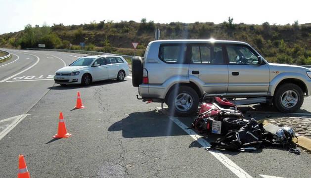 Un herido grave al chocar una motocicleta contra un todoterreno en Sangüesa