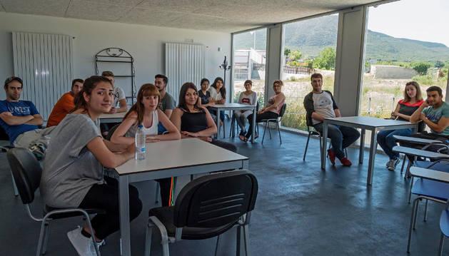 Alumnos de la última promoción de la escuela taller de hostelería en su presentación de junio.