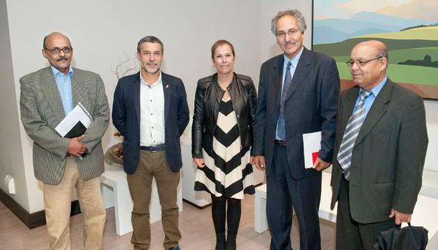 La Presidenta Barkos y el vicepresidente Laparra con la delegación saharaui.