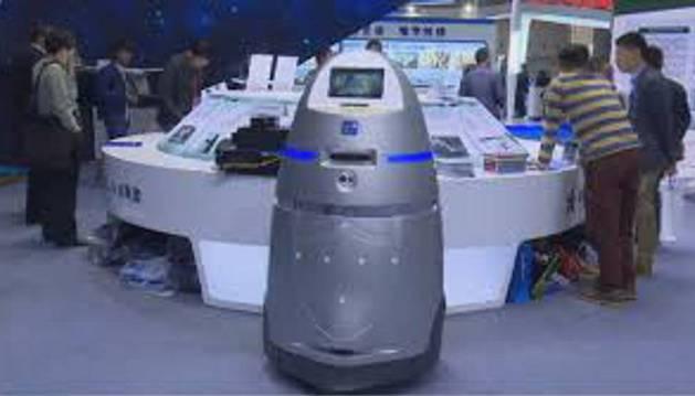 Unos robots pratullan ya en uno de los mayores aeropuertos de China