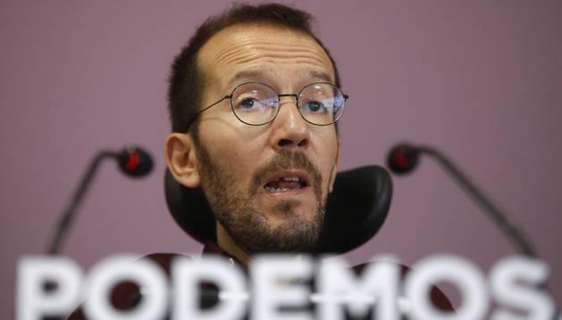 El secretario de Organización de Podemos, Pablo Echenique, en la rueda de prensa que ha ofrecido tras la reunión del partido para analizar los resultados de las elecciones vascas.
