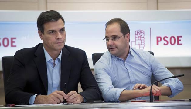Sánchez anuncia que quiere convocar ya un congreso, con primarias en octubre