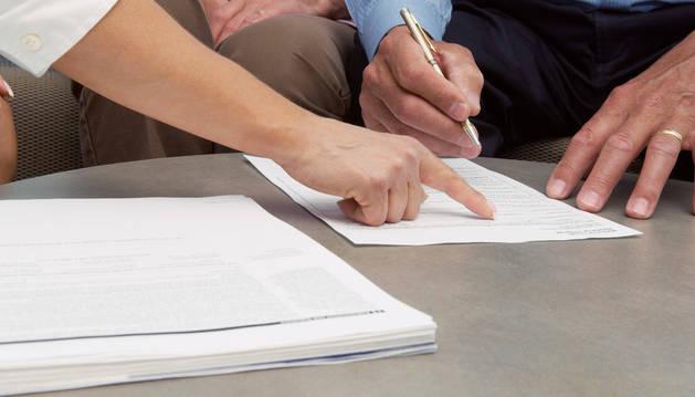 """El 56% de los contratos que firman las Administraciones públicas en Navarra son de la modalidad de """"asistencia técnica""""."""