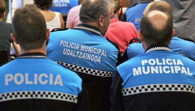 Varios policías municipales de Pamplona.