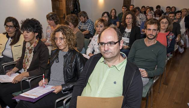Participantes en el foro de innovación turística, en la sala de exposición de la casa de cultura de Estella.