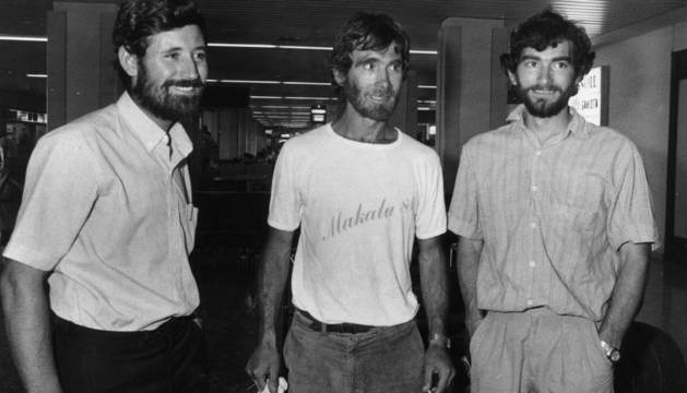 Gregorio Ariz, Mari Ábrego y Josema Casimiro, nada más volver de su histórica expedición en 1986.