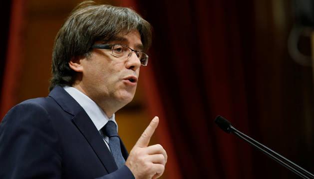 El presidente de la Generalitat, Carles Puigdemont, durante intervención en el debate de la cuestión de confianza.