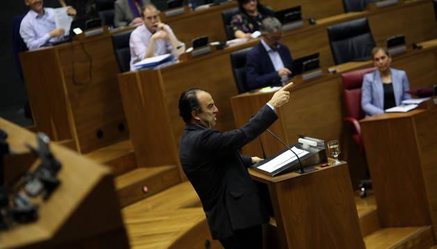 El regionalista Carlos García Adanero, interviniendo en un pleno parlamentario de esta legislatura.