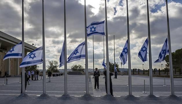El féretro de Simón Peres recibe las coronas de los líderes de Israel