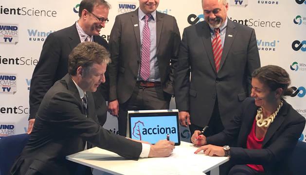 Firma del acuerdo entre Acciona y Sentient