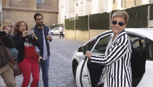 La exalcaldesa de La Muela (Zaragoza) María Victoria Pinilla, a su llegada a la Audiencia Provincial de Zaragoza, donde este jueves se ha hecho pública la sentencia del macrojuicio de La Muela.