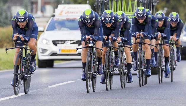 Los corredores del Movistar Team, durante la contrarreloj por equipos del pasado Eneco Tour.