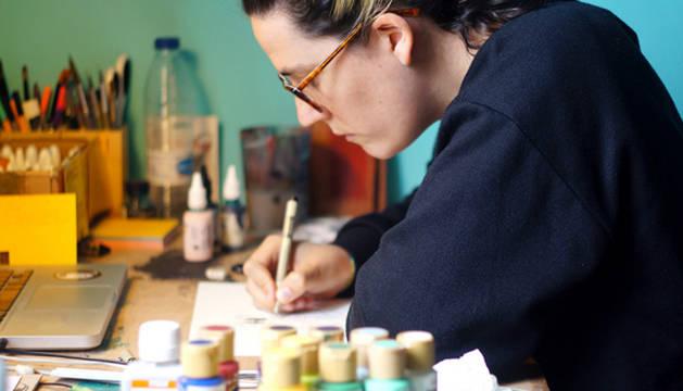 La artista Aizpea Lasa atrapa el presente en 24 obras expuestas en la Ciudadela