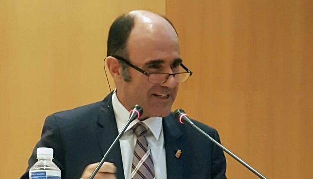 El vicepresidente Ayerdi ha expresado la disposición del Gobierno a debatir propuestas en torno al Plan de Empleo.