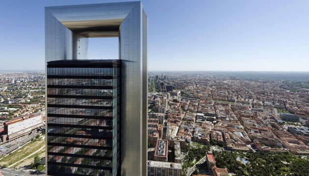 La torre Cepsa forma parte del denominado complejo Cuatro Torres.