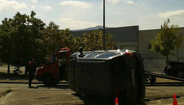Dos personas heridas en un choque en Albiasu