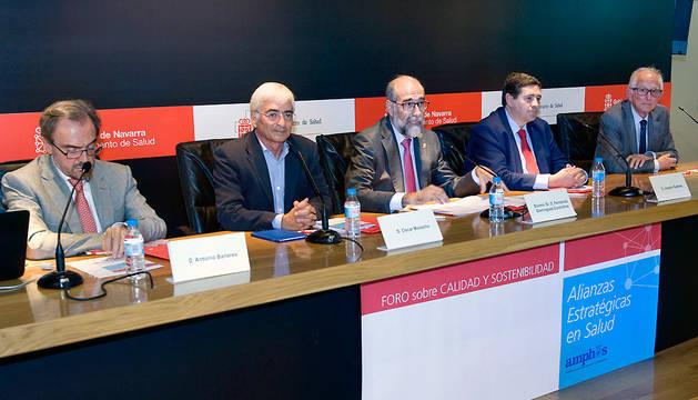 El consejero Dominguez inauguró el encuentro entre responsables de salud de Navarra y La Rioja.