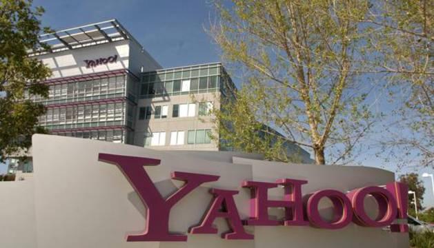 Logo de Yahoo en el exterior de la sede de Sunnyvale (California).