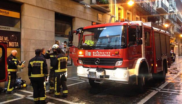 Una anciana fallece en un incendio en la calle Zapatería