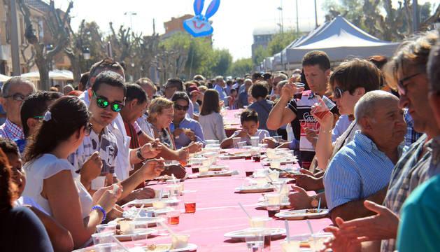 Participantes en una de las degustaciones que se organizó en los Paseos de Cintruénigo.
