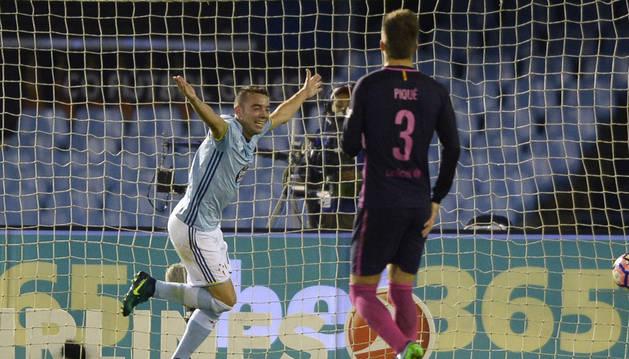 El jugador del Celta Iago Aspas celebra el segundo gol al Barcelona.