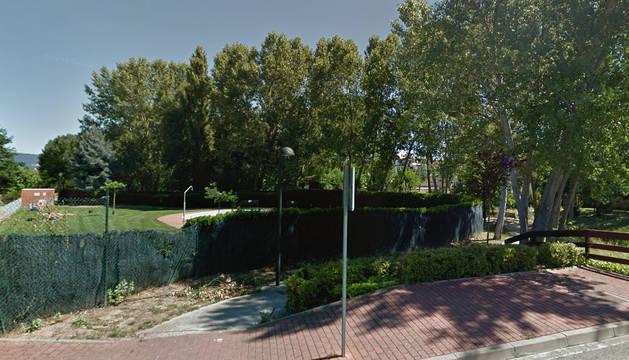 La discusión que dio origen a la pelea tuvo lugar en una piscina comunitaria de Esquíroz.