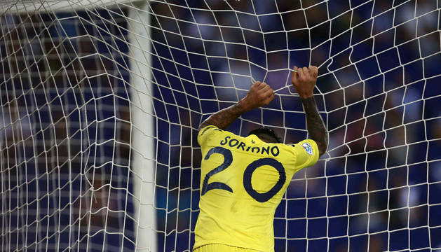 Roberto Soriano se lamenta tras fallar una ocasión.