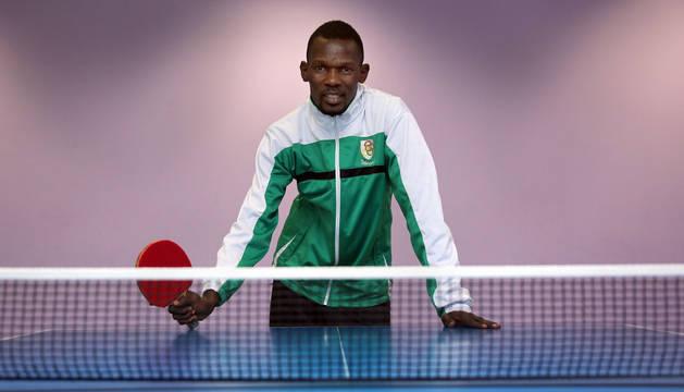 El jugador y entrenador de tenis de mesa Kazeem Ahmed, nigeriano de 29 años, ha llegado esta temporada a la sección de esta disciplina de Oberena.