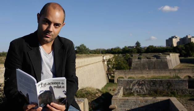 Íñigo González, fotografiado en la Ciudadela, escenario de una de sus historias.