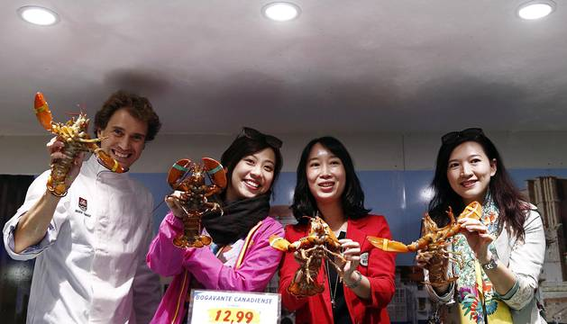 Los finalistas de Masterchef China compran en un centro comercial de Pamplona