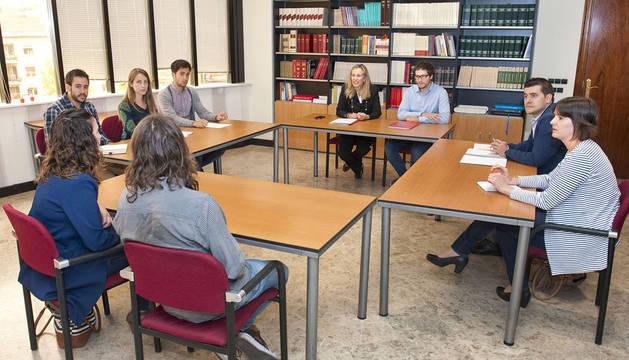 Encuentro de Izaskun Goñi con representantes de AJE Navarra