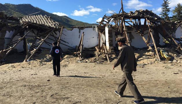 Un alojamiento improvisado en la provincia de Hamgyong del Norte, Corea del Norte, un mes después de las inundaciones de finales de agosto.