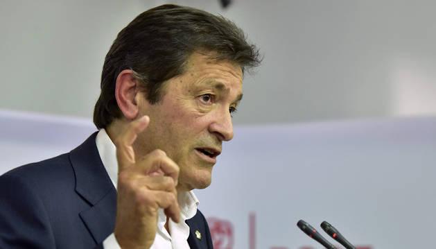 El presidente de Asturias, Javier Fernández, está al frente de la gestora aprobada el sábado por el Comité Federal del PSOE.