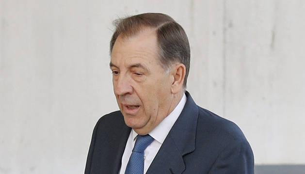 El exdirectivo de Caja Madrid Idelfonso Sánchez Barcoj a su llegada a la Audiencia Nacional en San Fernando de Henares para declarar por el caso de las 'tarjetas black'.